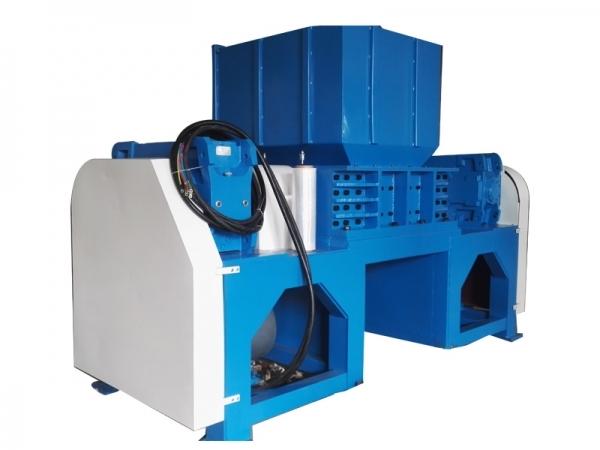 单轴撕碎机适用于各种物料的大批量破碎,产量高